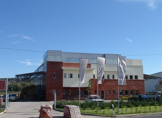 Arco művek cégközpont 600 m2 csarnok, 300 m2 iroda