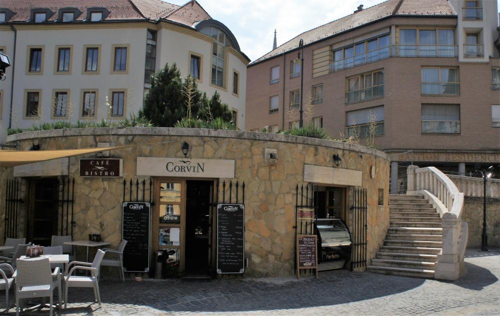 Corvin kávézó építése 150 m2