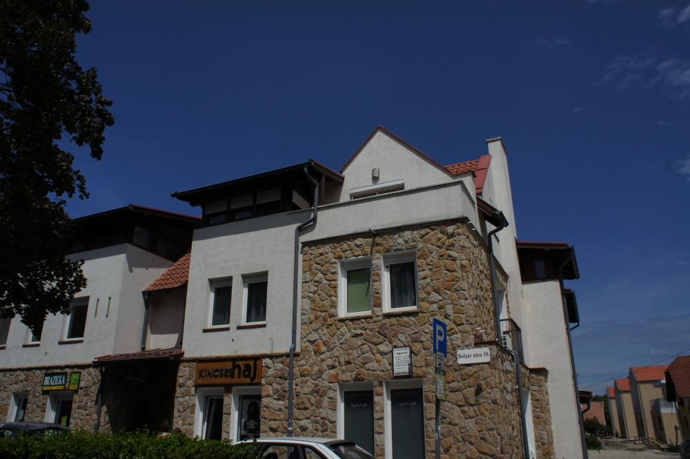 Társasház építése, saját beruházás 8 lakás, 3 üzlet 1200 m2