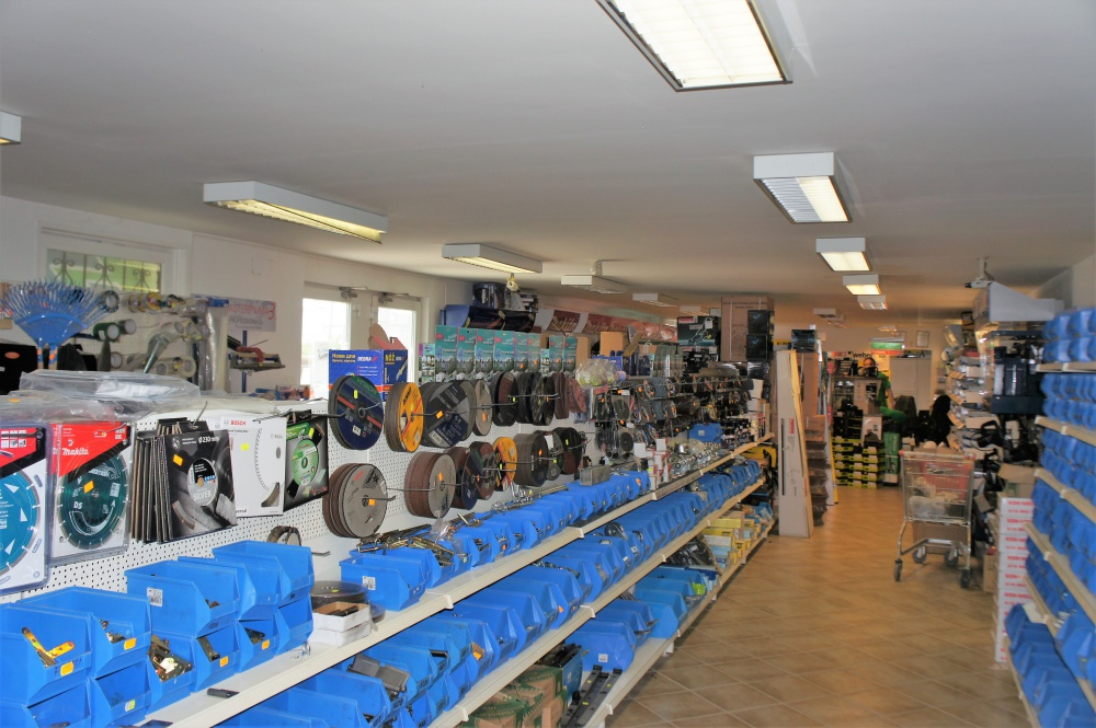 Tímár vaskereskedelmi központ barkács áruház átalakítás 350 m2