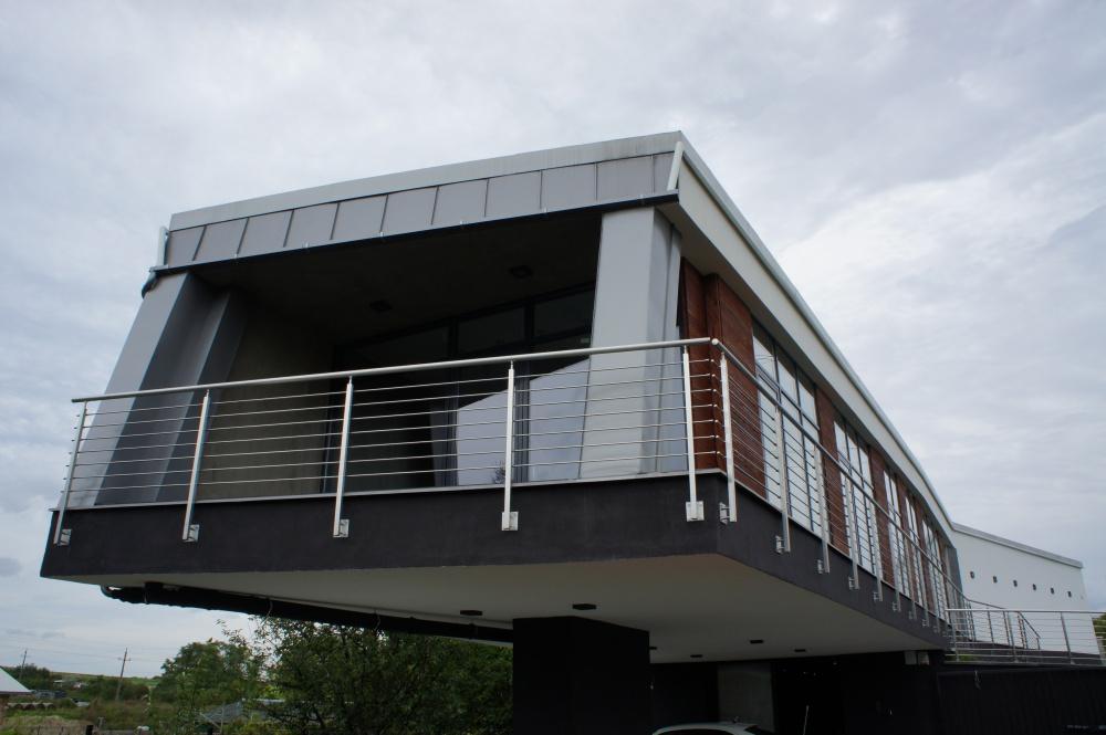 Iroda és műhely épület 300 m2